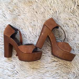 Boho heels, comfy and hardly used. Material: mocka and wood