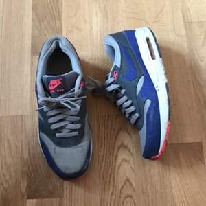 Street shoes, Nike