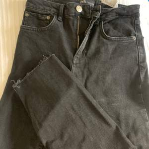 Ett par snygga svarta byxor från Zara, de är lite kortare i modellen men väldigt fina