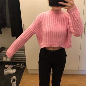 Fin rosa färg och ganska grov stickad tröja💝 lite kortare vid magen men ingen magtröja💘 70kr+frakt❤️