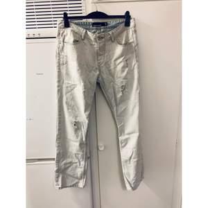 Fishbone jeans, Str: 34/32, Modell: Herr, Skick: som nya! (Använda 2 gånger), Pris: 400kr.  Kolla gärna in mina andra inlägg, Vi intresse av fler varor så fixar jag ett bra paketpris!