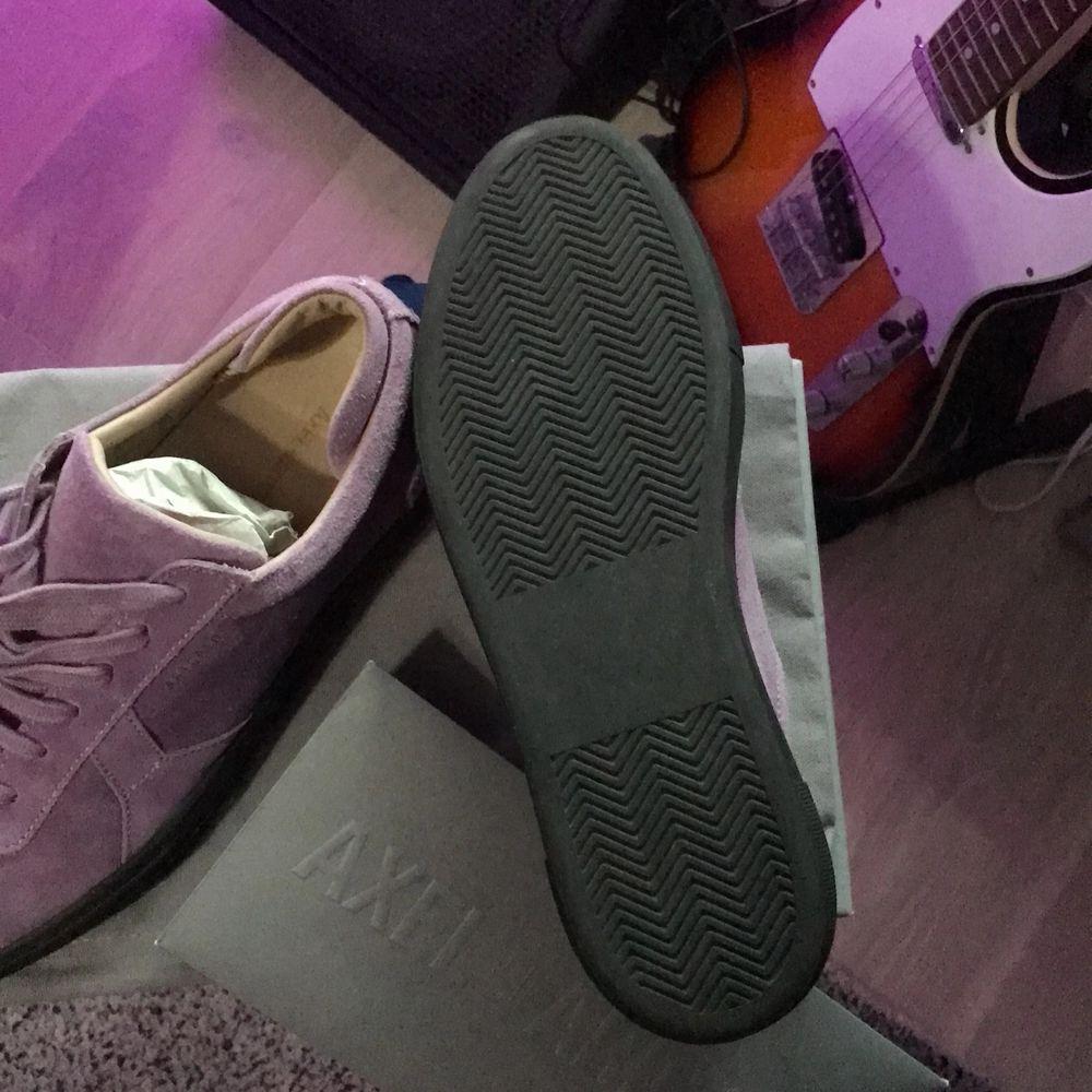 Säljer ett par arigato skor för att dem är för små skicket är 9/10 använda en gång. Skor.
