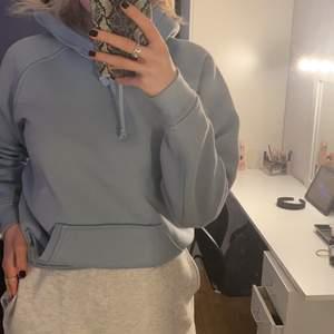 En ljusblå hoodie från bikbok som är nästintill oanvänd. Storlek XS. Köparen står för frakt!!