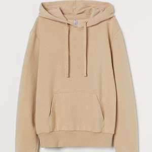 Beige hoodie från HM. Strl L. Använd enstaka gånger. Frakt ingår i priset