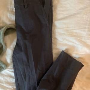 fina tighta kostym byxor från hm