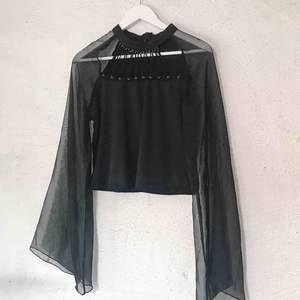 Coolt gothic linne köpt på Tradera. Står storlek XL men tyget är stretch så passar de flesta storlekar. Säljer pga aldrig använder. Frakt tillkommer 🌹