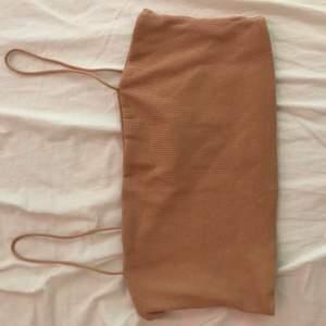 Super fint linne som jag aldrig använde och kommer inte göra de, de finns ingen storleks lapp på den tyvärr eftersom jag klippte bort den för ett tag sedan men minnet är i strl m