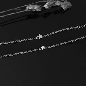 Superfina stilrena armband i silver med en förlängningskedja som gör att den passar de flesta☺️ stor eller liten stjärna ⭐️ 60kr/st +12kr frakt