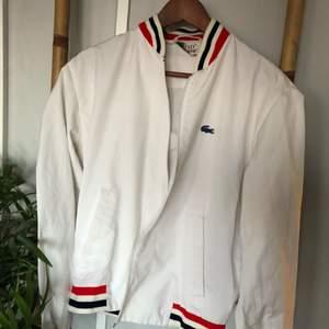 fake Lacoste-jacka, köpt här men den var för liten