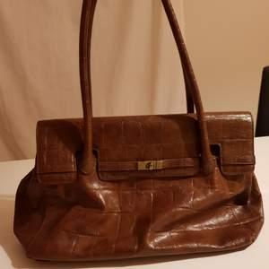 Elegant väska som passar till alla ärende 🎀 hämtas i centralen