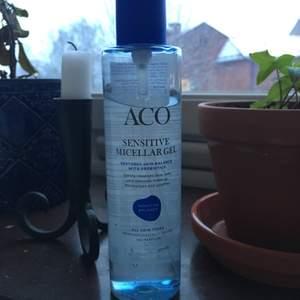 Rengörings gel från ACO, för känslig hud med micellar. Använd 4 gånger men är allergisk mot någon av ingredienserna, därför jag säljer ✨ frakt på 20kr tillkommer!