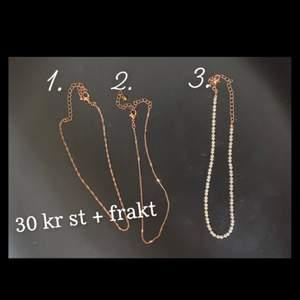 Säljer tre olika guld halsband då jag själv oftast använder silver så dessa har bara blivit använda ca 5 gånger. Ett halsband för 30 kr + 12 kr frakt 😊 alla tre för 90 kr och gratis frakt! 😋 (skriv privat för fler bilder!) (inte rostfritt och inte äkta guld, men säljer billigt!)