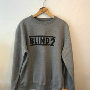 Oversize superskön grå tröja från Urban Classics. Jätteskön. Använd men välbehållen. Lite frakt läggs på. Kan annars mötas i Sthlm.
