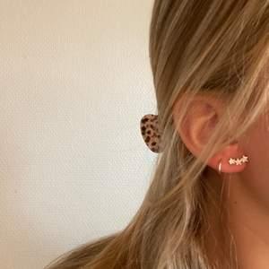 Helt nya örhängen från Syster P i silver med stjärnor. Super söta!