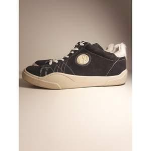 Eytys wave sneakers i storlek 44, använda bara ett fåtal gånger.