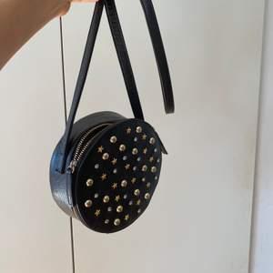 Såååå fin och ball väska, är i princip helt ny! 250kr inkl frakt! Kram❤️