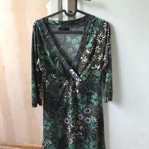 Jättefin klänning som man skulle kunna ha på sig på en fest. 150kr inkl frakt