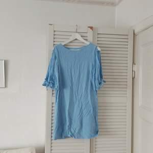 Klänning från HM i storlek 38. 180 kr inkl frakt
