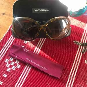 Solglassögon från Dolce Gabbana. Original med sin box.  Mycket väl omhändetagna