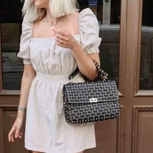Säljer en fin klänning från chiquelle. Storlek S