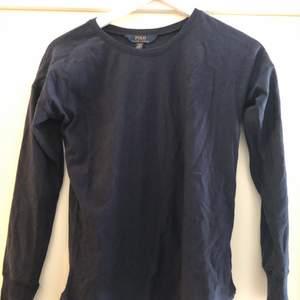 Långärmad t-shirt som bara är provad. Glittrig i tyget, superfin i storlek 170 (xs)