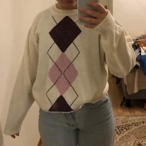 Säljer en as fin mönstrad stickad tröja, sitter bra på XS-L ❤️