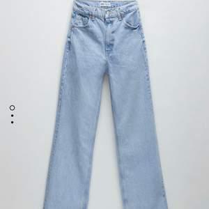 Supersnygga jeans från zara storlek 34 helt nya men är tyvärr för små för mig, Endast testade. Hög midjade. 399kr o gratis frakt ☺️