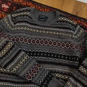 Fin tröja perfekt nu till vintern! Har tyvärr för mycket tjocktröjor så får ej användning för denna😭🤩🤨☝️