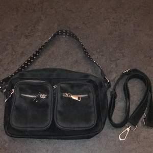 En svart noella väska som e i bra skick och används sällan. Köpt för 700 och säljs för 400