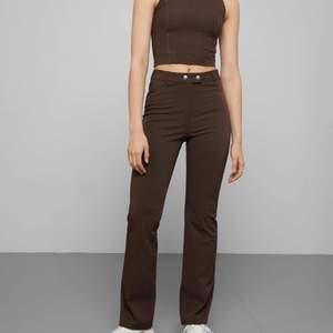 Säljer dessa byxor från Weekday i modellen Manet Trousers, väldigt skönt material! I bra skick och knappt använda