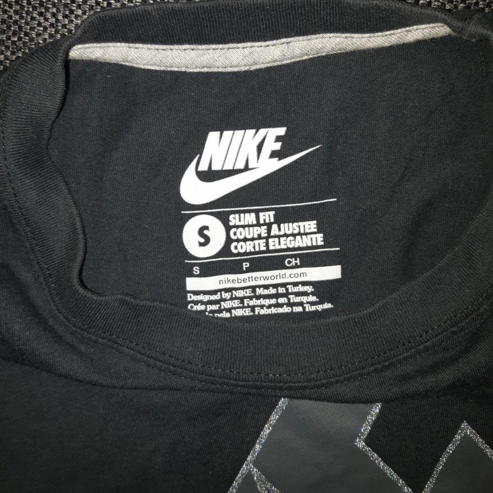 Tisha från Nike. Huvtröjor & Träningströjor.
