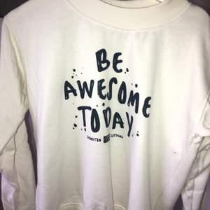 "Tröja från Lexington clothing, med fint citat. ""Be awsome today"". Storlek XS, nypris ca 1200kr"