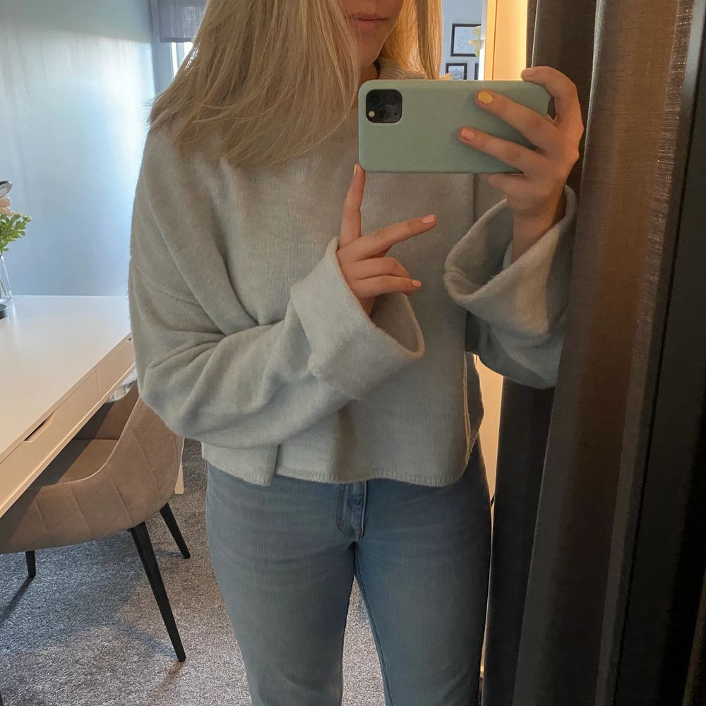 Jättefin ljusblå tröja från Nelly. Använd enstaka gång så den är i ett väldigt fint skick!💙 kunden betalar frakten! . Stickat.