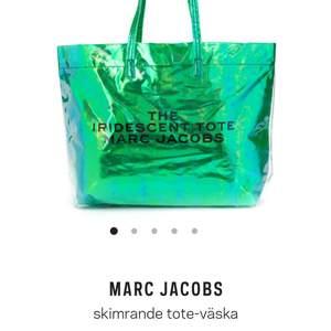 Säljer min Marc Jacobs väska som är oanvänd. Jag tycker mycket om den, men den passar inte min stil... :(  Hoppas att någon annan kan ge den användning och kärlek.
