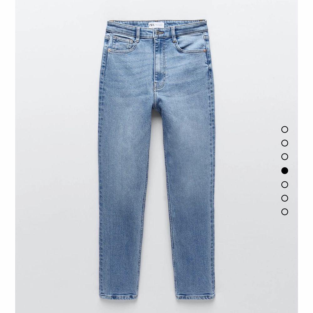 Superfina jeans från zara säljs då de tyvärr inte passade de är ganska tajta för mej som brukar ha storlek 38 och kan därför inte visas på☺️,frakt tillkommer och kan hämtas upp🥰. Jeans & Byxor.