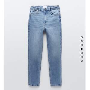 Superfina jeans från zara säljs då de tyvärr inte passade de är ganska tajta för mej som brukar ha storlek 38 och kan därför inte visas på☺️,frakt tillkommer och kan hämtas upp🥰