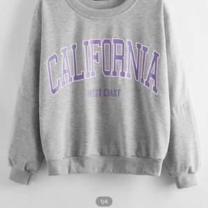 Grå lila sweatshirt i lite tunnare material! St S men mer som en XXS elr XS! Använd 1 gång för att den är för liten för mig! 💜
