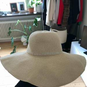Na-kd Straw Hat Size: One Size Color: Light Beige