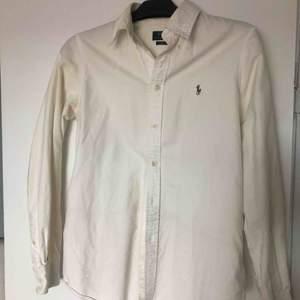 Vit skjorta från Ralph Lauren