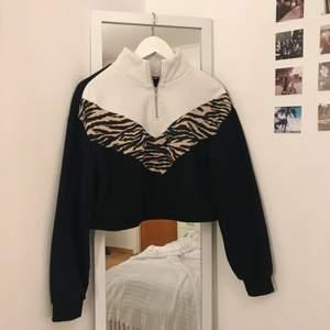 Säljer denna snygga sweatshirt!! Använd några gånger men den är i bra skick!