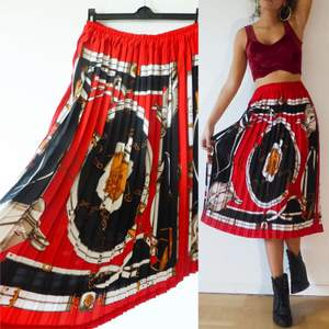 Draperad kjol i storleken M