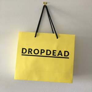 Linne + strumpor från märket Drop Dead. Köpta i deras flagship store i London när kollektionen släpptes, du får till och med originalpåsen på köpet ❤️