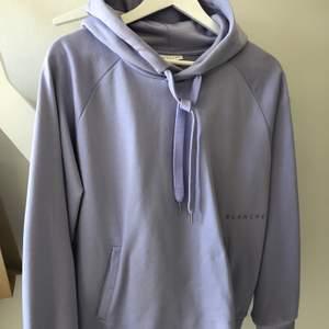 Super fin hoodie från Blanche, lila/lavendel färgad.  Stl. M  Endast använd ett fåtal gånger.