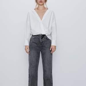Grå jeans från zara i strl 38. Bra skick och använda endast ett fåtal gånger. Säljer pga för korta för mig