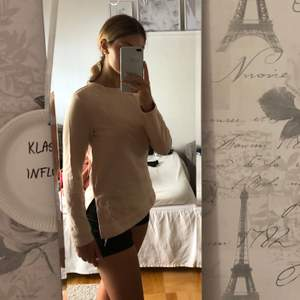 längre sweatshirt från Hm med slits💕 100kr, storlek XS