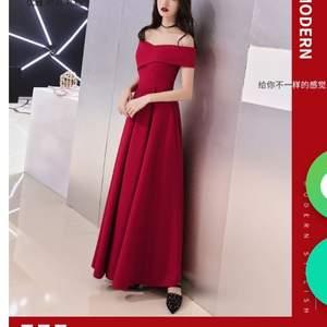 En jätte söt klänning som jag har inte använt alls. Köpte från yesstyle. Nypris var 322kr men säljer den för 250kr. Ser lite annorlunda än bilden från yesstyle men inte mycket. fråga om någon har några frågor :)