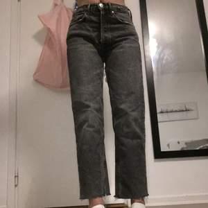 Säljer dessa straight jeans ifrån zara. Slutsålda.