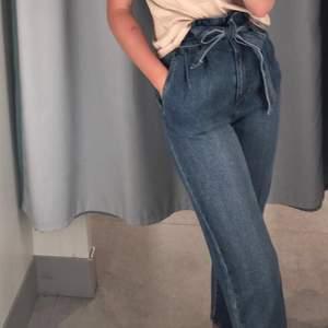 Jeans från HM i storlek S. Säljer då jag fått dom men aldeig använt dom. Pris kan diskuteras / köparen står för frakten