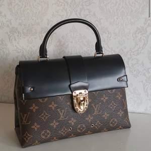 Louis Vuitton bälte finns för snabblev i100% äkta läder