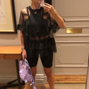 H&M Trend transparent mesh top. Köpt i XL för att få en oversized look (min strl är 36)